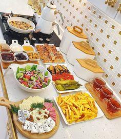 Food Design, Gourmet Recipes, Cooking Recipes, Gourmet Foods, Food Porn, Food Decoration, Breakfast Lunch Dinner, Food Platters, Food Goals