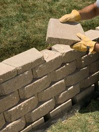 to Build an Interlocking Retaining Wall We'll show you how to build a strong, stylish retaining wall without mortar.We'll show you how to build a strong, stylish retaining wall without mortar. Small Retaining Wall, Backyard Retaining Walls, Building A Retaining Wall, Retaining Wall Steps, Tiered Landscape, Landscape Bricks, Landscape Design, Landscape Steps, Landscape Drainage