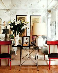 Decorative entrance chairs red chairs entrance hall foyer living room antiqued mirrors wall decorating eclectic home decor ideas nuevo estilo Home Design, Design Entrée, Design Ideas, Design Hotel, Blog Design, Estilo Interior, Living Spaces, Living Room, Small Living