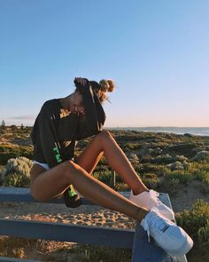 36 pictures on the beach Summer inspiration photography – body goals – ebikini Summer Pictures, Beach Pictures, Insta Photo Ideas, Insta Pic, Selfie Foto, Photographie Portrait Inspiration, Instagram Pose, Summer Aesthetic, Couple Aesthetic