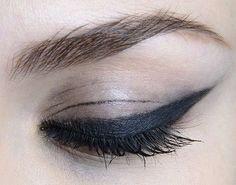 lamorbidezza:  Make-up atChristian Siriano Fall 2014 (scheduled via http://www.tailwindapp.com?utm_source=pinterest&utm_medium=twpin)