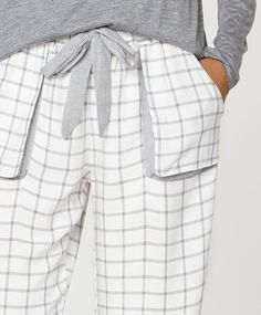 Check print pants with pocket, null€ - null - Find more trends in women fashion at Oysho . Lounge Outfit, Lounge Wear, Night Suit For Women, Moda Zara, Pijamas Women, Nightgown Pattern, Cotton Sleepwear, Kids Fashion, Fashion Outfits