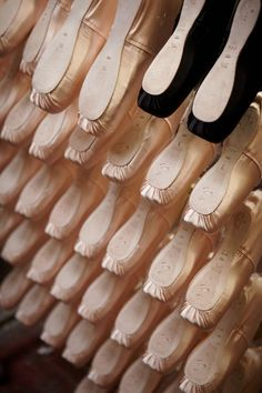 Reminds me of ballet classes in my teens. Beautiful pointe shoes which then needed darning for hours to protect the satin toes. Dance Like No One Is Watching, Just Dance, Pointe Shoes, Dance Shoes, Toe Shoes, Black Ballet Shoes, Markova, Ballet Photography, Ballet Beautiful