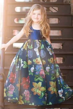 Girls Frock Design, Baby Dress Design, Kids Dress Wear, Kids Gown, Gowns For Girls, Frocks For Girls, Girls Occasion Dresses, Baby Frocks Designs, Kids Frocks Design