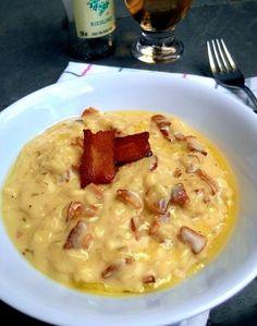 Como boa descendente de italianos, aprendi muito bem a admirar um bom prato de macarronada e o meu molho preferido sempre é o à Carbonara, com ovo, queijo e bacon. Aliás, gosto tanto que já até inv…