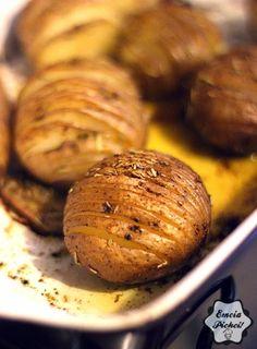 Emcia Pichci!: Pieczone ziemniaczki Baked Potato, Potatoes, Baking, Ethnic Recipes, Food, Bakken, Eten, Bread, Potato