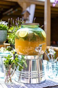 Mojito with strawberry - Clean Eating Snacks Smoothie Drinks, Smoothies, Cocktail Drinks, Cocktails, Strawberry Mojito, Mason Jar Wine Glass, Iced Tea, High Tea, Non Alcoholic