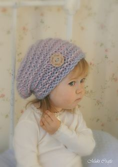 This is knitting pattern for slouchy hat kitty. Worked with basic stitches back and forth with bulky yarn in two colors.T his is a perfect knitting project for a beginner knitter - there are no abbreviations used.