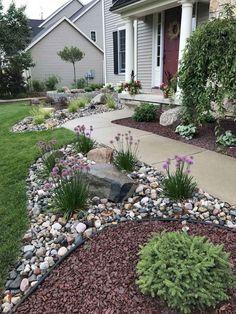 37 Front Yard and Backyard Landscaping Ideas You Need To See Vorgarten und Hinterhof Landschaftsbau- Home Landscaping, Landscaping With Rocks, Front Yard Landscaping, Landscaping Design, River Rock Landscaping, Courtyard Landscaping, Decorative Rock Landscaping, Hard Landscaping Ideas, Rock Mulch