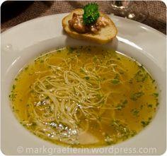 Saftiges Suppenfleisch und eine kräftige Bouillon mit Nudeln