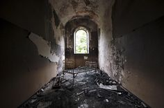 Cane Hill Asylum (England) | 20 Haunting Pictures Of Abandoned Asylums