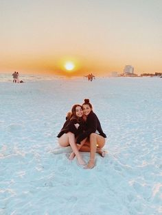 summer goals with best friends Cute Beach Pictures, Cute Friend Pictures, Best Friend Pictures, Beach Photos, Friend Pics, Bff Pics, Shotting Photo, Best Friend Photography, Summer Goals