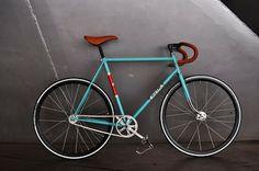 Bicicleta CNC azul celeste....   Dale Pedales
