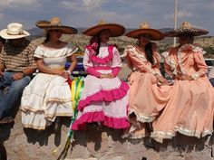 Hermosas Zacatecanas con vestidos antiguos tipicos de Zacatecas