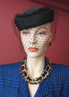 50s 60s VINTAGE BLACK PILLBOX TILT BIRDCAGE VEIL LADIES HAT JACKIE O GOODWOOD
