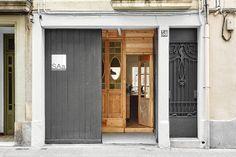 estudi-lacy-arquitectura-rehabilitacion-puerta-gif-more-with-less