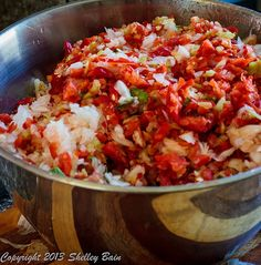 stir the tomatoes with the pepper and onions Making Salsa, How To Make Salsa, Peppers And Onions, Tomatoes, Stuffed Peppers, Ethnic Recipes, Food, Stuffed Pepper, Meals