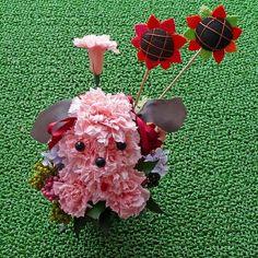 Perrito con flores de fieltro. Mascotas florales.