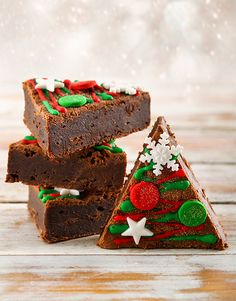 Tasty brownies for any occasion. Netflorist offers a range of scrumptious brownies online. Holiday Tree, Christmas Gifts, Christmas Decorations, Trees Online, Christmas Flowers, Edible Gifts, Cakes And More, Gingerbread, Bakery