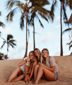 How to Take Good Beach Photos Best Friend Pictures, Bff Pictures, Summer Pictures, Beach Pictures, Friend Pics, Three Best Friends, Best Friend Goals, Picture Poses, Friends Forever