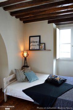 Que de charme dans cette chambre coucher aux poutres for Chambre avec poutres apparentes