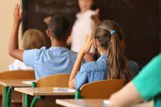 Rodičia by mali prestať tlačiť u detí na známky. Nový výskum naznačuje, že nie známky a mimoškolské aktivity, ale dôraz na láskavosť a rešpekt sú pre ich výsledky dôležité.