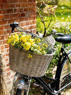 Lust auf Sonne? Gelbe Blumen kreativ in Szene gesetzt! - dekoration-blumen-aussichten-h6
