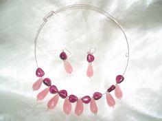 Collar de color rosa y morado en acero de memoria