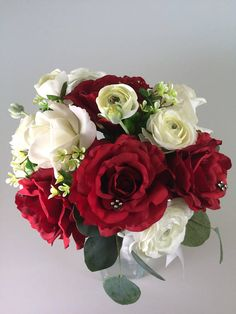 Winter wedding bouquet ~ Rose bouquet ~ Red white bouquet ~ Christmas bridal bouquet ~ Red wedding ~ Christmas wedding ~ Winter wedding Tropical Wedding Bouquets, Red Rose Bouquet, Silk Wedding Bouquets, Red And White Weddings, Theme Noel, Bridal Flowers, Red Wedding, Beautiful Bouquets, Nouvel An