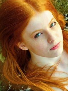 Very very beautiful hair. Perfect shade of gingery red. Do want. ;-)