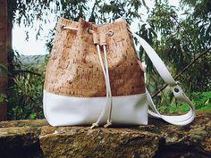 Borsa secchiello in tessuto di sughero con fondo e tracolla ecopelle bianca Bucket Bag Women Cork Handbag Vegan Purse Unique Sustanable Gift