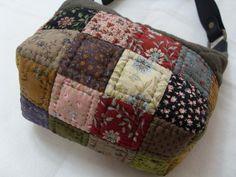 도시락? 가방이라 불리웠던...-세번째,네번째,다섯번째 : 네이버 블로그 Japanese Patchwork, Japanese Bag, Patchwork Bags, Quilted Bag, Cute Bags, Handicraft, Purses And Bags, Patches, Scrap