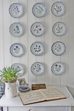 Love the wall and the blue & white plates!
