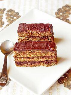Coffee Walnut Cake ~ in Romanian, needs translator Romanian Desserts, Russian Desserts, Romanian Food, Romanian Recipes, Just Desserts, Dessert Recipes, Coffee And Walnut Cake, Hungarian Cake, Good Food