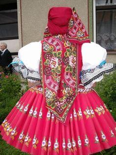 Kyjov folk costum; kyjovský kroj dievča