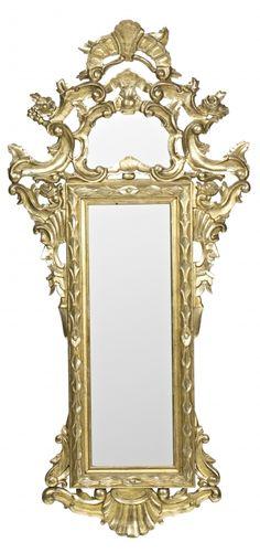 Espejo con marco de estilo dieciochesco en madera tallada y dorada, del siglo XIX