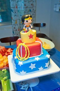 Wonder Woman pop comics cake -- heck yes! Wonder Woman Cake, Wonder Woman Birthday, Wonder Woman Party, Cupcakes, Cake Cookies, Cupcake Cakes, Beautiful Cakes, Amazing Cakes, Anniversaire Wonder Woman