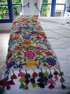 "alisonannestitch: fibrearts: Embroidered Blanket Is it wrong that when I look at this beautiful piece of work, all I can think is ""These people clearly don't own cats""? Embroidery Stitches, Embroidery Patterns, Hand Embroidery, Mexican Embroidery, Bed Runner, Foot Of Bed, Boho Decor, Fiber Art, Needlework"