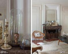 Sur une cheminée en marbre, une collection de bougeoirs au mercure, des globes Napoléon III chinés aux Puces du Canal renferment une ancienne tête de marionnette et une bougie 'Diptyque', lampe à poser cercle lumineux 'Le Deun'. Fauteuils en rotin, table basse des années 1950 et boule à facettes chinés aux Puces du Canal à Villeurbanne