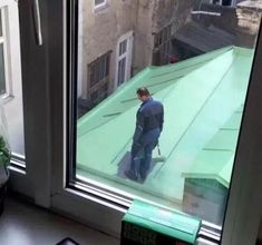 This painter who may have caused himself a problem. | 32 People Who Failed Better Than Anyone Had Failed Before