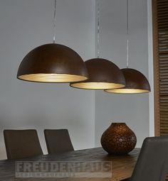 Vintage-Charme mit modernem Innenleben Rusty Iron Lampe Warme Farben mit kühlem Material - die Hängeleuchte Rusty Iron beweist ihr doppeltes Können! Stilsichere Illuminierung für den Esstisch oder die Küche. Die rotbraune Farbe...