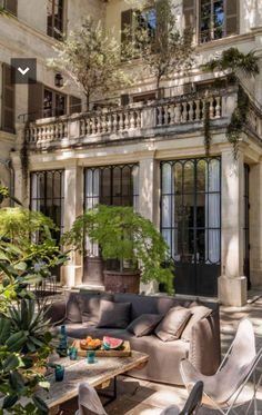 A beautiful mansion in Avignon is the finest example of stylish French design … and the inspiration behind many of our French treasures. Interior Architecture, Interior And Exterior, Interior Design, French Architecture, London Architecture, Interior Colors, Dream Home Design, My Dream Home, Future House