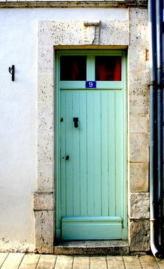 south-of-france-pale-green-door-georgia-fowler.jpg 550×900 pixels I love colored doors