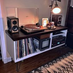 IKEAhacks is a smart community focused on helping people build the perfect furniture for their living space using items sold by IKEA. Cube Furniture, Ikea Furniture Hacks, Repurposed Furniture, Furniture Projects, Furniture Makeover, Diy Projects, Ikea Kallax Unit, Kallax Shelf, Cubes