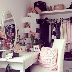 Vanity table | Closet | Penteadeira | Quarto | Decoração | Dressing Table | Dressing Room | Home | Interior | Design | Decoration | Organization | Makeup Storage | Makeup Mirror