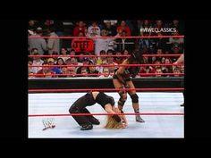 Trish Stratus in a classic Divas match! Wwe Trish, Trish Stratus, Wwe Female Wrestlers, Wwe Womens, Women's Wrestling, Face Off, Wwe Divas, Heroines, Funny People