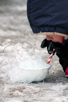 Outdoor Snow Activities for Kids Blow bubbles and watch them freeze - one of the 20 fun winter activities to do with your kids on a snow day.Blow bubbles and watch them freeze - one of the 20 fun winter activities to do with your kids on a snow day. Winter Activities For Kids, Fun Winter Activities, Snow Much Fun, Snow Fun, Cool Science Experiments, Science For Kids, Science Projects, Winter Fun, Winter Theme