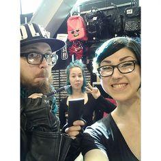 Meiän graafikko kävi moikkaamassa meitä, tulkaa teki! #sunny #havingfun #ilovemyjob #selfie #bluehair #tealhair #dyedhair #beard #backbag #graphicdesigner #cybershop #cybershopkamppi #kamppi @lempikerttu @jonshuu @her.k Captain Hat, Selfie, Instagram Posts, Fashion, Moda, La Mode, Fasion, Fashion Models, Trendy Fashion