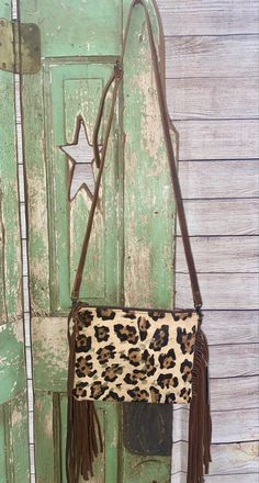 Cowhide leather fringe purse with adjustable leather thin strap #western #cowgirlfashion #cowhide #boutique #purse #westernboutique #cowhidepurse #fringe Cowhide Purse, Cowhide Leather, Fringe Purse, Cowgirl Style, Leather Fringe, Fashion Boutique, Ladder Decor, Texas, Purses