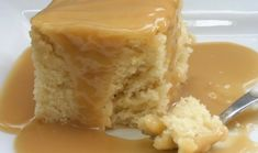 Recette : Gâteau blanc de maman et sa sauce au caramel. Whole Food Recipes, Cake Recipes, Dessert Recipes, Cooking Recipes, Dinner Recipes, Cake Ingredients, Sauce Au Caramel, Canadian Food, Cake